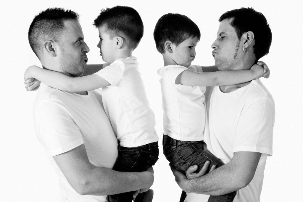 Familia-peques-estudio-padres