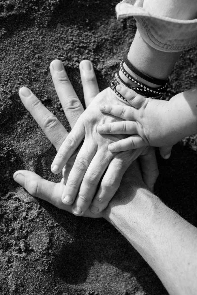 Peques-familia-manos-bilbao
