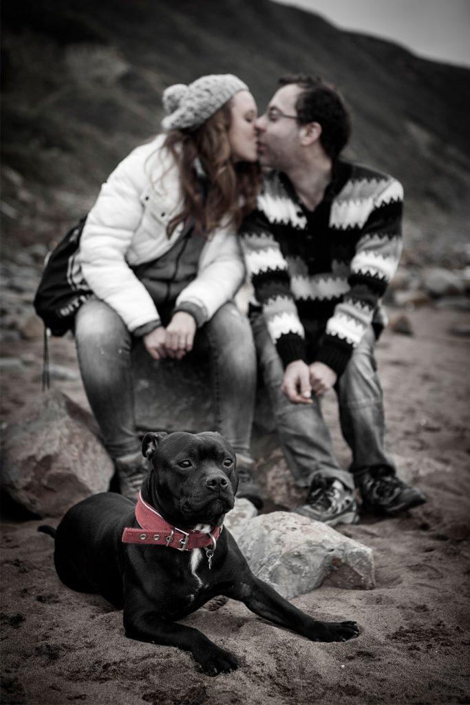 Pre-Boda-con-perro-en-playa